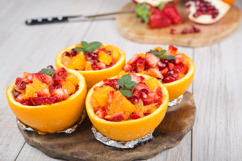 фруктовий салат в апельсині
